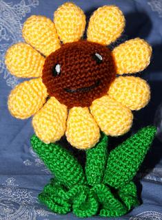Sunflowers Amigurumi Crochet Pattern Plant : Ravelry: Amigurumi Sunflower Plants vs Zombies pattern by ...