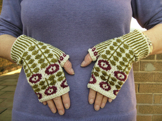Bunty_mitts_small2