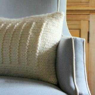 Line_pillow_lighter_square_w_c_small2