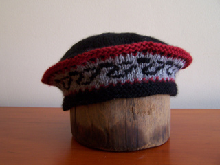 Black_red_beret_small2