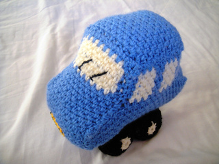 Little_blue_crochet_car__2__small2