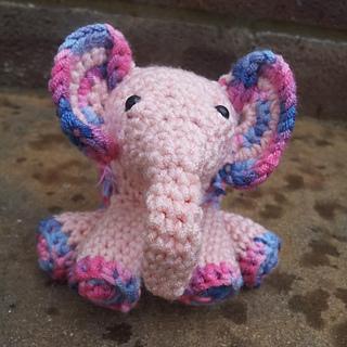 Meimei_crochet_baby_elephant__16__small2