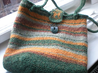 Bk_medium_2-handle_bag_post-felting_small2