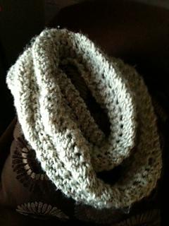 Reverse_scallop_lace_pattern_stitch_infinity_scarf_small2