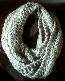 Reverse_scallop_lace_pattern_stitch_infinity_scarf_view_2_small2