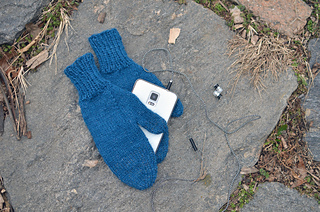 Braincrafts_smart-phone-mittens-20_small2
