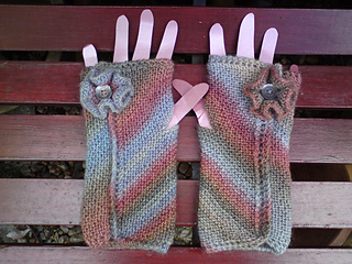 Eel_pie_guinevere_mittens_024_small2