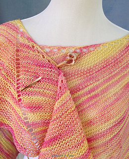 Calypso_shawl_with_pin_small2