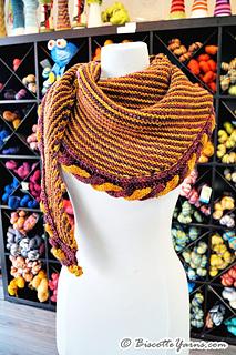 Knitting-pattern-shawl-golden-snitch-5_small2