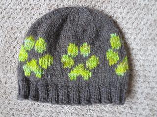 Dog Paw Knitting Pattern : Ravelry: dog paw prints - large and small pattern by Jenna ...