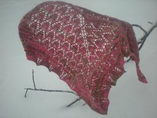 Fuchsia_shawl_snowy_day_small2