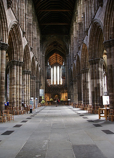 Glasgow_cathedral_nave_small2