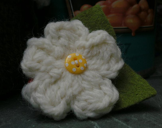 Bulldog_clipped_flower_small2