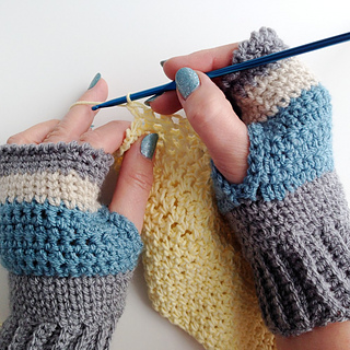 Finished_fingerless_mittens_crocheting_small2