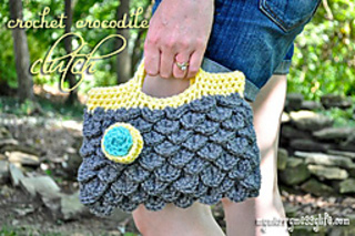 Crochet-crocodile-clutch_small2