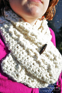 Chunky-cable-crochet-cowl-2_small2