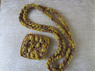 Holiday_gold_necklace3_small2