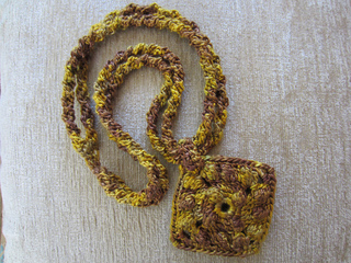 Holiday_gold_necklace8_small2