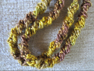 Holiday_gold_necklace2_small2