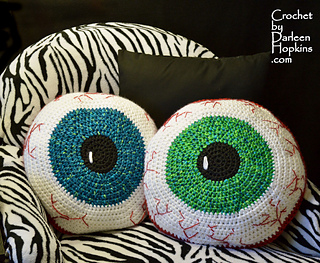 Eyeball-pillow-crochet-pattern-by-darleen-hopkinsweblogo_small2