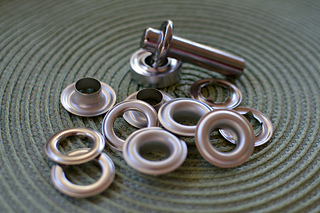 Grommets_eyelets_extra_large_small2