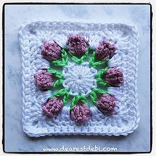 Flower_bud_granny_square_small2