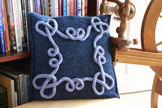 Celtica-cushion-cover-ravelry-pic_small2