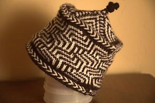 Maze-chevron-hat_small2