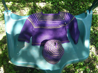 Sss_baby_sweater___hat_on_swing_small2
