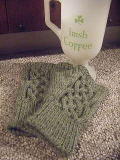 Green_fingerless_cabled_gloves_small2
