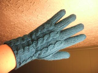 Cabled_left_glove_hand_small2