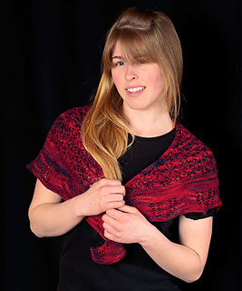 Barefoot-and-bordeaux-shawl-jessy-front_small2