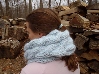 Stanascrittersetc_chunky_cabled_cowl_3_small2