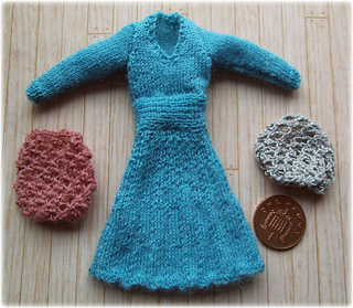 Blue_dress_and_snood1939_small2