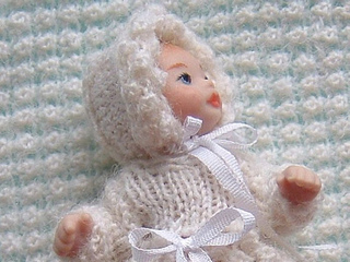 12th_scale_knitted_baby_bonnet_small2