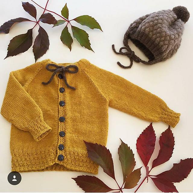 cardigan tricoté pour enfant Emrikjakke/ Emrik cardigan par Jeanett Hansen