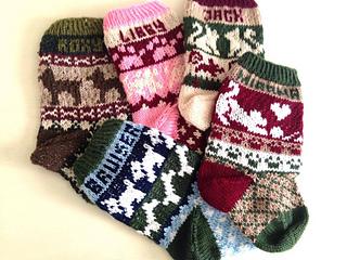 Christmas Stocking Knitting Pattern Ravelry : Ravelry: Pet Christmas Stockings pattern by Lindsay Goodall