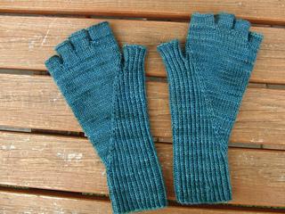 Hiddengusset_gloves_small2