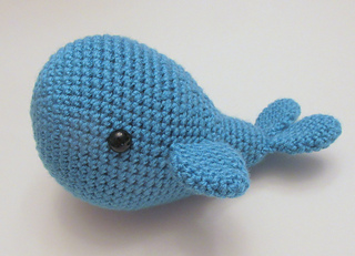 Mini Amigurumi Whale : Ravelry: Amigurumi Whale pattern by Heather Sonnenberg