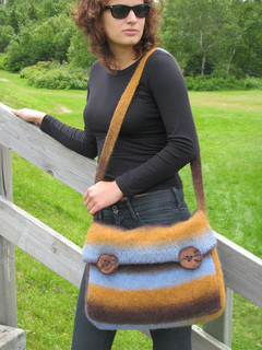 Kauni_messenger_bag_main_view_edited_small2