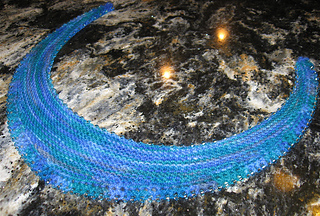 Beaded_crescent_neck_lace_small2