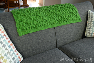 Hourglass_cabled_afghan_3wm_small2