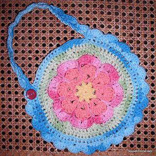 Free-crochet-pattern-flower-bib_small2
