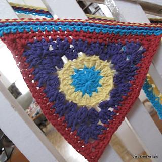 Free-crochet-pattern-circle-to-triangle_small2