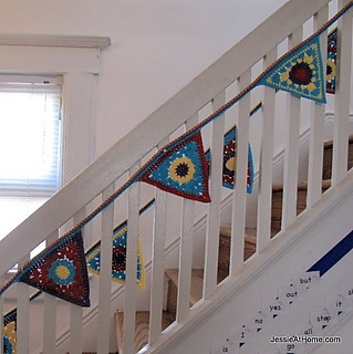 Circle-to-triangle-bunting-free-crochet-pattern__3__small2