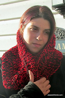Ali-mobius-cowl-free-crochet-pattern-red-heart-super-saver_small2