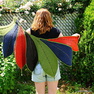 Fall-leaves-wrap-spread-out_small2