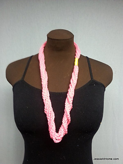 Pink-simple-chain-stitch-necklace_small2