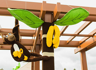 Banana_tree_yarnbomb_1_small2