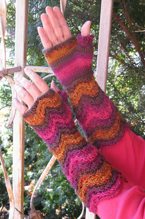 Hummingbird_duchess_mitts_2_small2